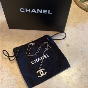 Stunning and Timeless CHANEL CC Baguette necklace